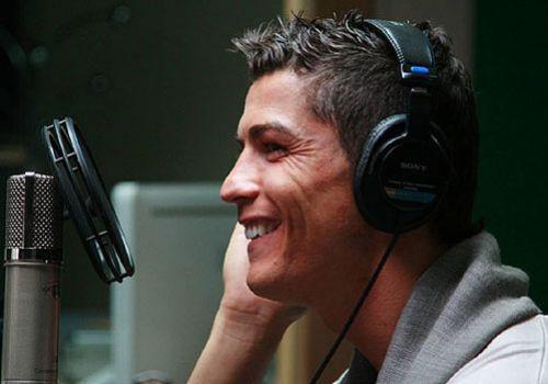 Криштиану Роналдо спел для португальского банка