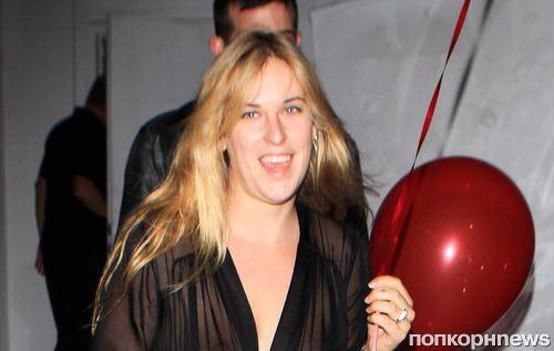 Дочь Брюса Уиллиса и Деми Мур показала грудь на вечеринке Рианны