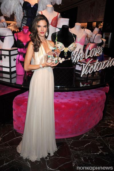 Алессандра Амбросио представила Fantasy Bra в Нью-Йорке