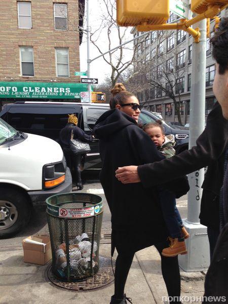 Бейонсе с дочкой в Нью-Йорке