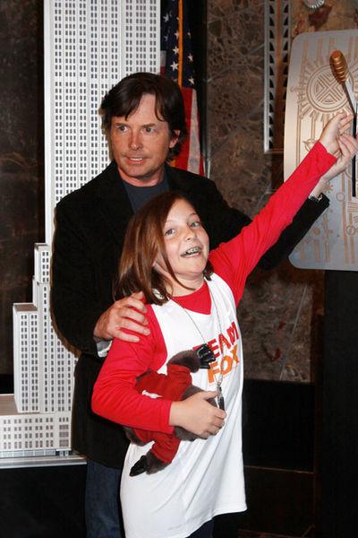 Майкл Дж. Фокс с дочерью отметили День исследования болезни Паркинсона
