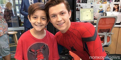 Том Холланд навестил пациентов детской больницы в костюме Человека-паука
