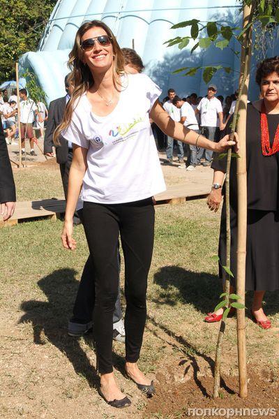 Жизель Бундхен посадила дерево в Бразилии