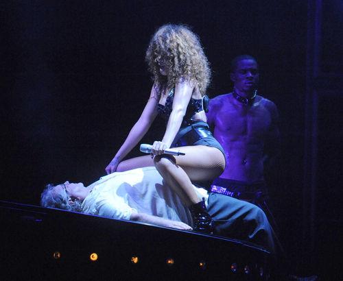 «Грязные танцы» Рианны