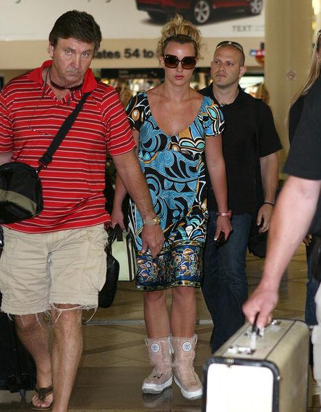 Бритни Спирс должна своему отцу миллион долларов