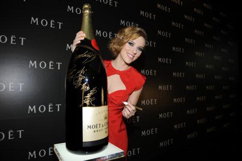"""Скарлетт Йоханссон на мероприятии Moet & Chandon """"Tribute to Cinema"""" в Токио"""
