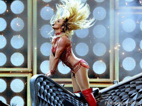 Бритни Спирс исполнила свои лучшие хиты на Billboard Music Awards 2016