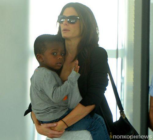 Сандра Буллок с детства рассказывает сыну о расизме