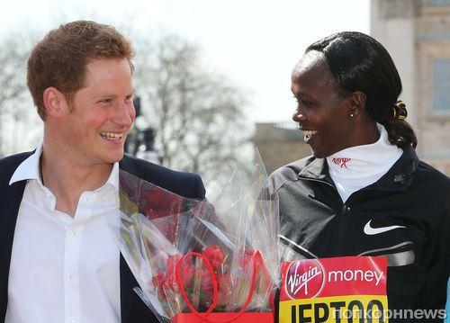 Принц Гарри посетил лондонский марафон