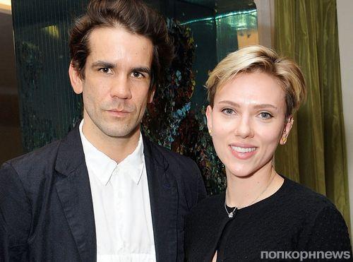Скарлетт Йоханссон и Ромен Дориак вышли в свет вместе через месяц после подписания бумаг о разводе