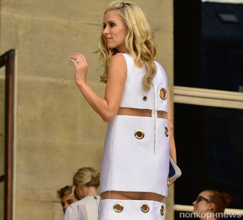 Ники Хилтон показала голый зад на показе  Atelier Versace