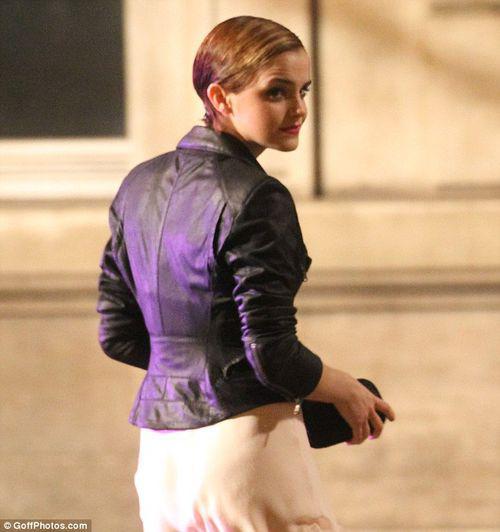 Эмма Уотсон в Париже на фотосессии для Lancome. День первый