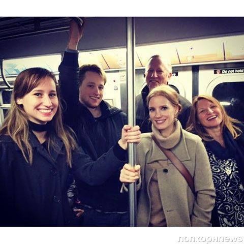 Джессика Честейн прокатилась в метро