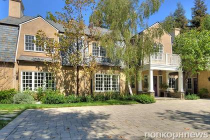 Адель купила особняк в США по соседству с Милой Кунис