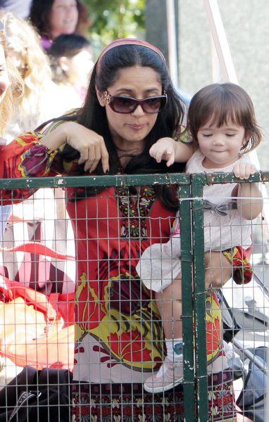 Сальма Хайек с дочерью в зоопарке