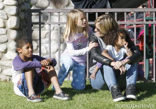 Хайди Клум на прогулке в парке с детьми