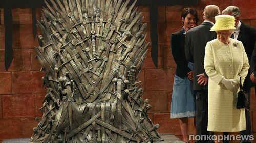 Шоураннеры «Игры престолов» объяснили, почему королева Елизавета отказалась садиться на Железный трон