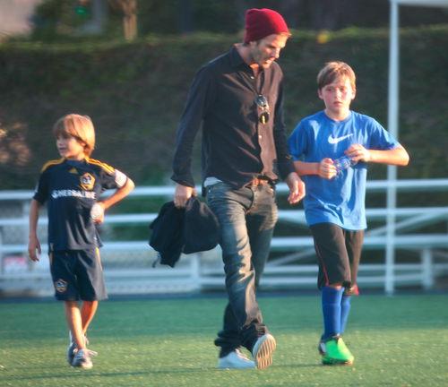 Дэвид Бэкхем тренирует своих сыновей
