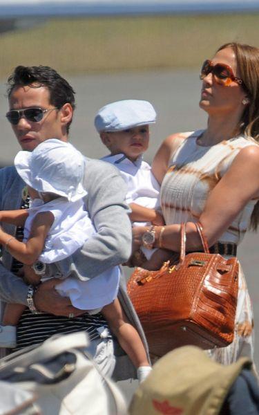 Семья Дженнифер Лопес в аэропорту Рима