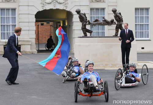 Принцы Гарри и Уильям на открытии медицинского центра