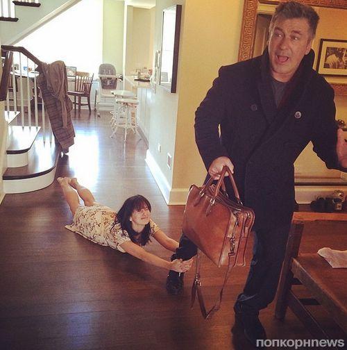 Звезды в Твиттере: Нина Добрев наткнулась на еще одну вампиршу, а Чарли Шин завел жирафа