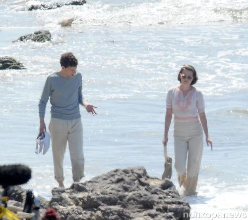 Кристен Стюарт и Джесси Айзенберг на пляже в Малибу на съемках нового фильма