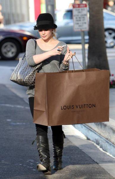 ������ ���� � �������� ����� �������� Louis Vuitton. 22/12