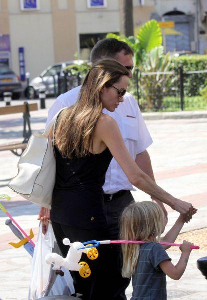 Анджелина Джоли и Шайло во Франции