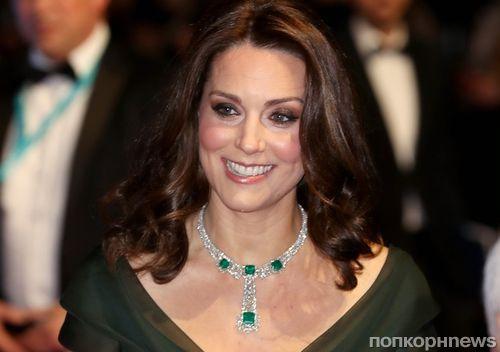 Вопреки «блэкауту»: беременная Кейт Миддлтон вышла на красную дорожку BAFTA 2018 в зеленом вместо черного