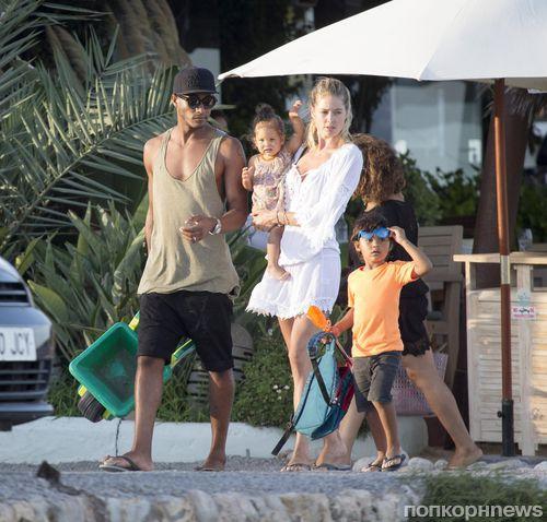 Даутцен Крез с мужем и детьми отдыхает на Ибице