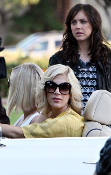 """Дженни Гарт и Тори Спеллинг на съемках """"90210"""""""