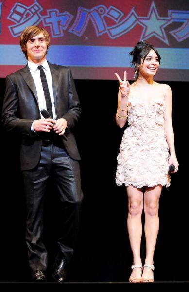 Зак Эфрон и Ванесса Хадженс в Токио