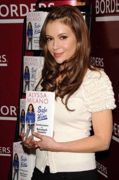 Алиса Милано представила свою книгу