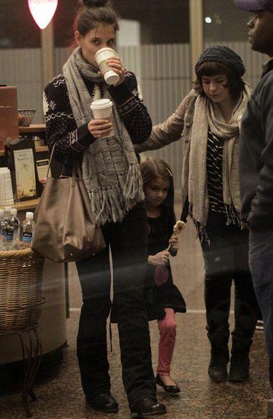Кэти Холмс с Сури и Изабеллой Круз в Ванкувере