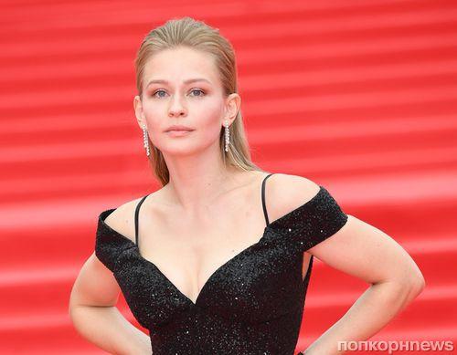 Без фотошопа: Юлия Пересильд показала, как выглядит без макияжа