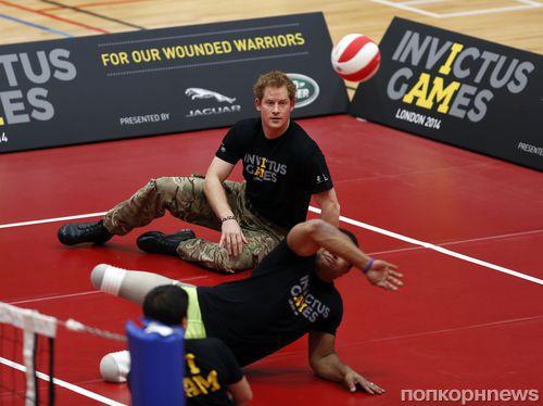 Принц Гарри сыграл в волейболл с раненными солдатами