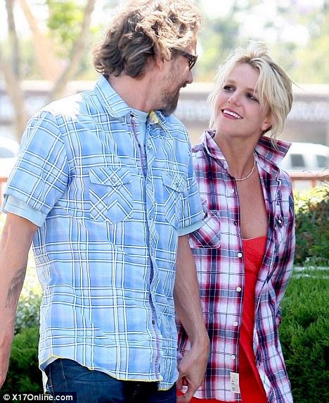 Бритни и Джейсон: свидание в Starbucks