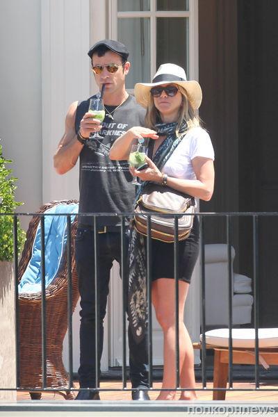 Дженнифер Энистон и Джастин Теру отдыхают на острове Капри