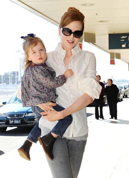 Дочь Николь Кидман без ума от новорожденной сестры