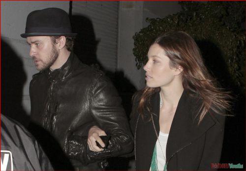 Джастин Тимберлейк и Джессика Бил на концерте RadioHead. 24 января