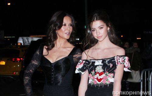 Фото: Кэтрин Зета-Джонс с 14-летней дочерью на вечере Dolce & Gabbana