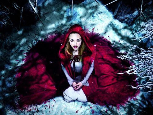 "Видео: Аманда Сейфрид поет песню ""Li'l Red Riding Hood"""