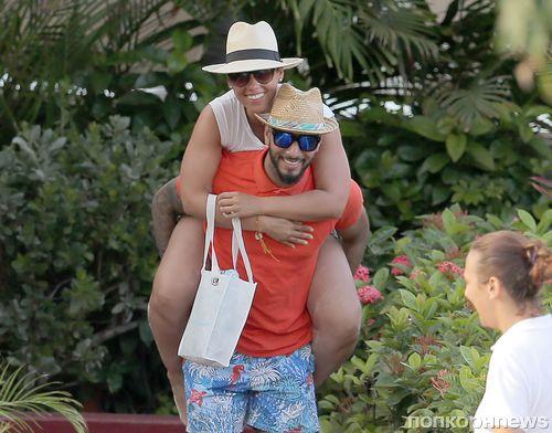 Алиша Кис на пляже с семьей