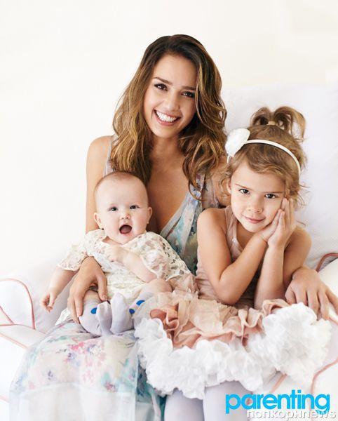 Джессика Альба и ее дочери в журнале Parenting. Апрель 2012