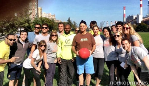Билл Мюррей сыграл с подростками в кикбол