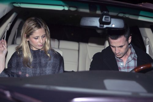Сара Мишель Геллар и ее муж Фредди Принц младший покидают ресторан