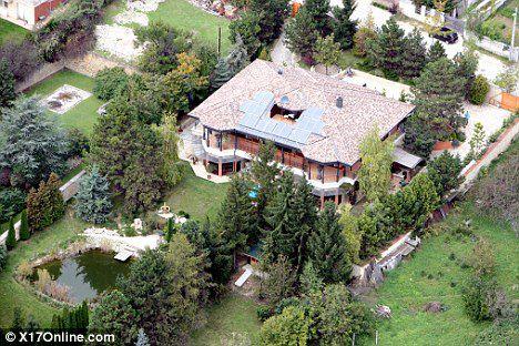 Анджелина Джоли вместе с семьей живет в Будапеште