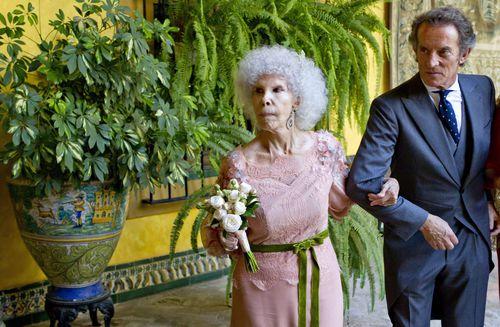 Испанская герцогиня Альба вышла замуж в третий раз в возрасте 85 лет