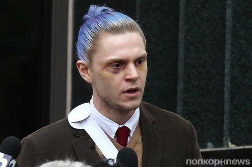 Эван Питерс выкрасил волосы в голубой цвет для съемок 7 сезона «Американской истории ужасов»