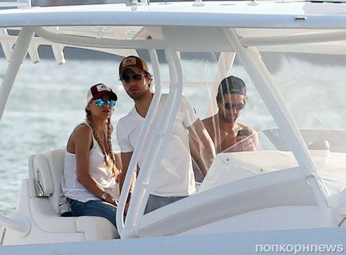 По-прежнему вместе: Энрике Иглесиас и Анна Курникова на морской прогулке